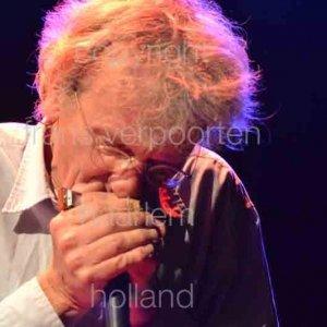 Doe Maar was formed in 1978 by Ernst Jansz. All the Dutch-language songs Jansz had written at that time. Bass Henny Vrienten. Jan Hendriks Carel Copier